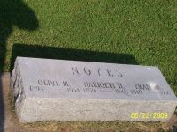 Frank A. & Harriett (Hanglester) and daughter Olive M. Noyes gravestone